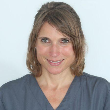 Julia Beringer, Zahnarztpraxis Stuttgart im Zahnmedizinischen Fortbildungszentrum (ZFZ)